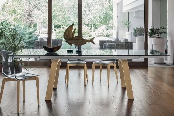 Μάρτε τραπέζι με κρύσταλλο και ξύλινο πόδι