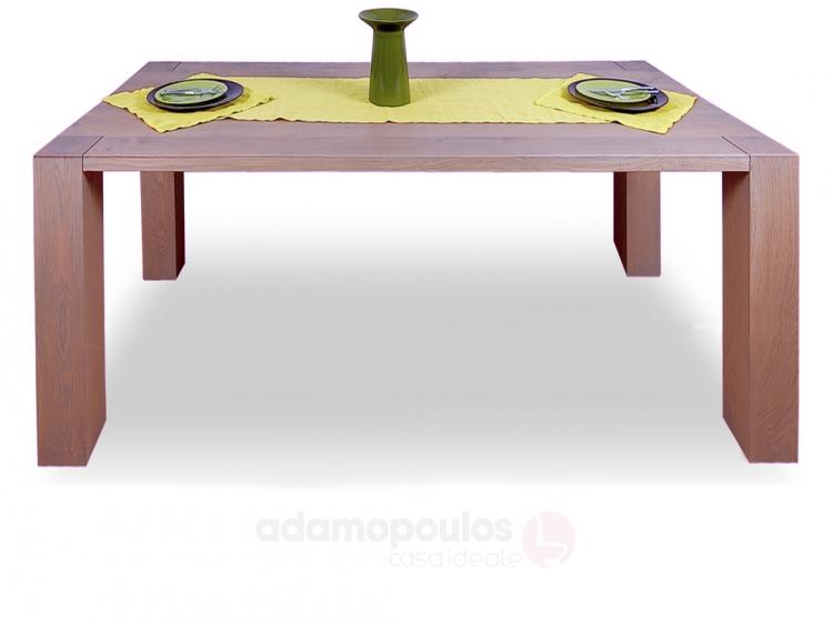 Μασίφ τραπέζι με τέσσερα πόδια