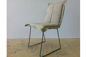 Across καρέκλα