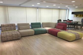 Adam καναπές σε προσφορά -45% σε έντονα χρώματα