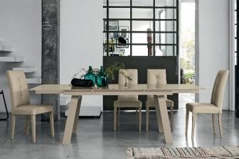 Μάρτε τραπέζι με κρύσταλλο και μεταλλικό πόδι