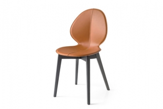 Basil καρέκλα με τεχνόδερμα και ξύλινα πόδια Calligaris